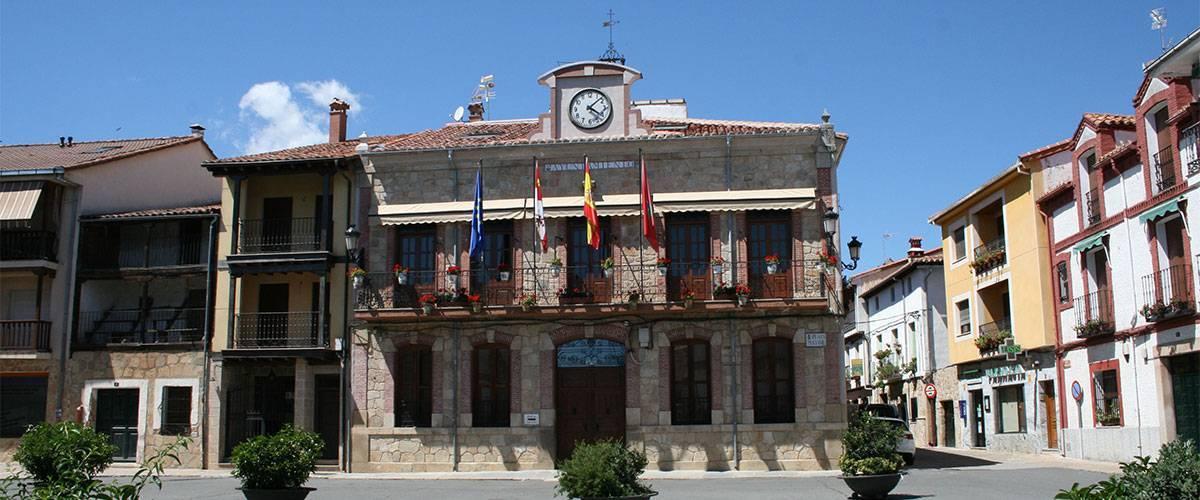 Fachada ayuntamiento de Candeleda