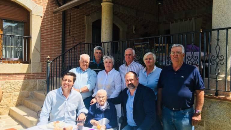 Nuestra vecina Doña Felipa Morcuende Sánchez cumple hoy 100 años. ¡Felicidades!