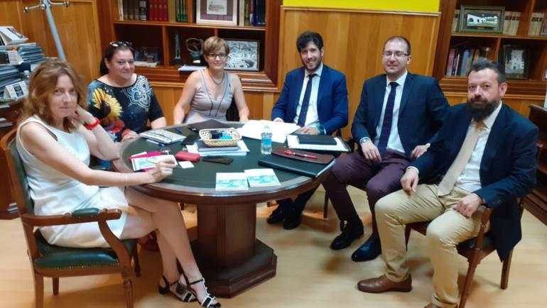 El Ayuntamiento de Candeleda impulsará el emprendimiento en el municipio en colaboración la Confederación Abulense de Empresarios